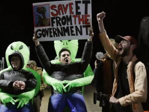 «Штурм Зоны 51» в Неваде закончился праздничной вечеринкой (видео)