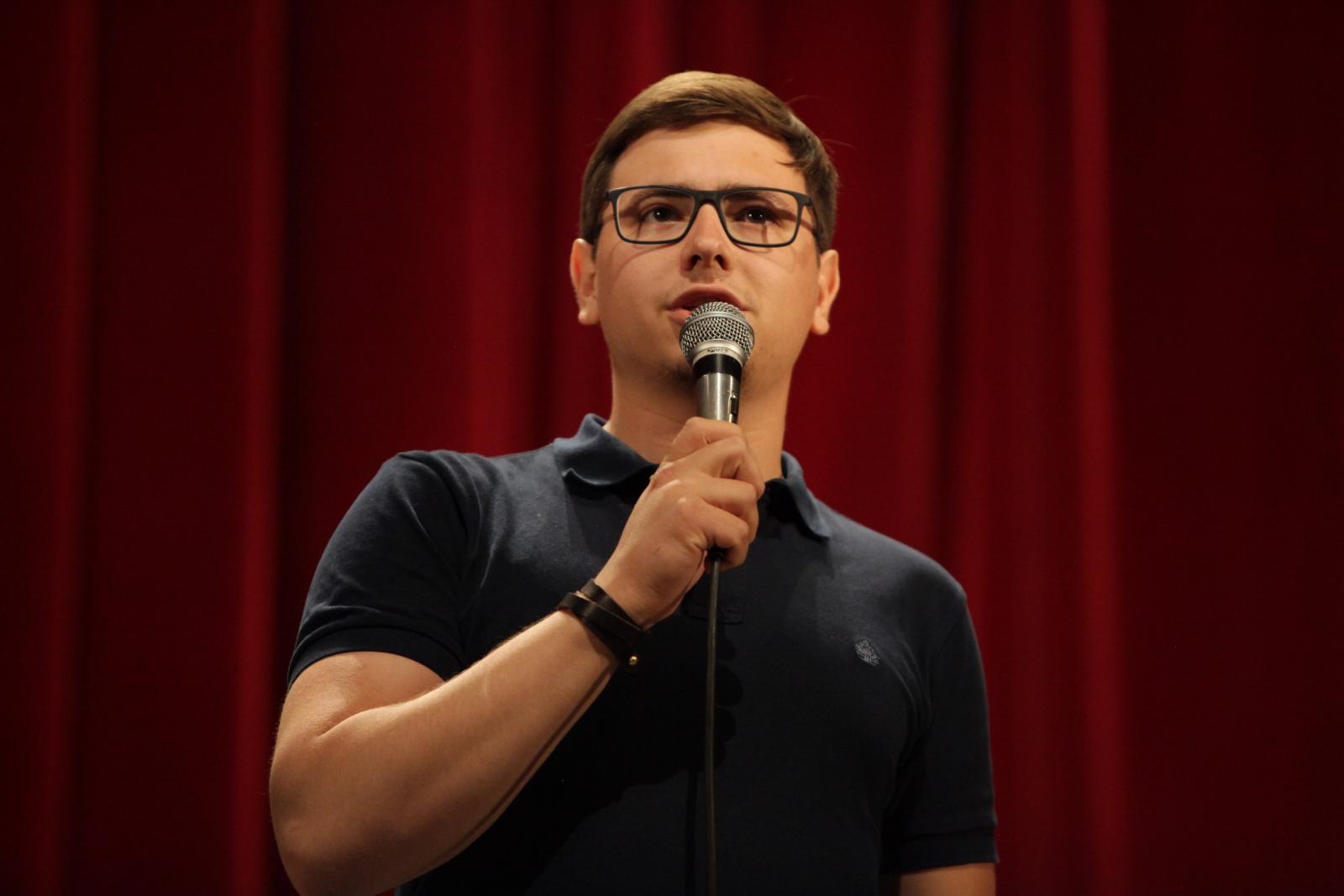 В Брянск приедет известный стендап-комик Руслан Халитов