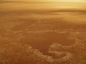 Ученые предположили: озера на спутнике Титан образовались от взрыва азота