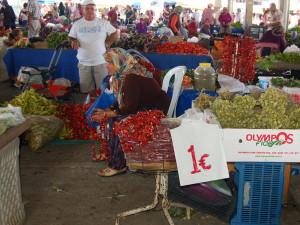 Чтобы дешево запастись овощами и фруктами, стоит побывать на восточном базаре. Турецкие впечатления