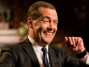 Дмитрий Медведев поручил перевести всех россиян на здоровое питание