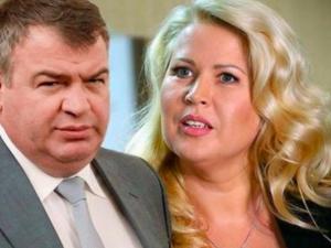Сердюков и Васильева претендуют на государственные пособия как многодетные родители