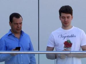 Сыну Дмитрия Медведева дали «американское гражданство» и нашли у него «сеть автозаправок и кафе в Массачусетсе»