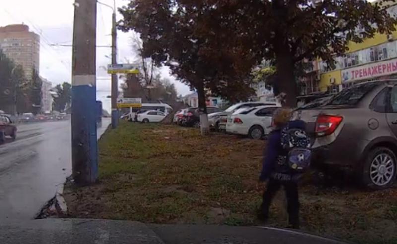 В Брянске ребенок потерял деньги на проезд и шел пешком 5 км, боясь наказания матери