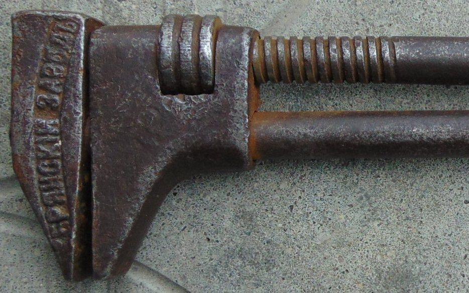 Брянцам показали старинный гаечный ключ
