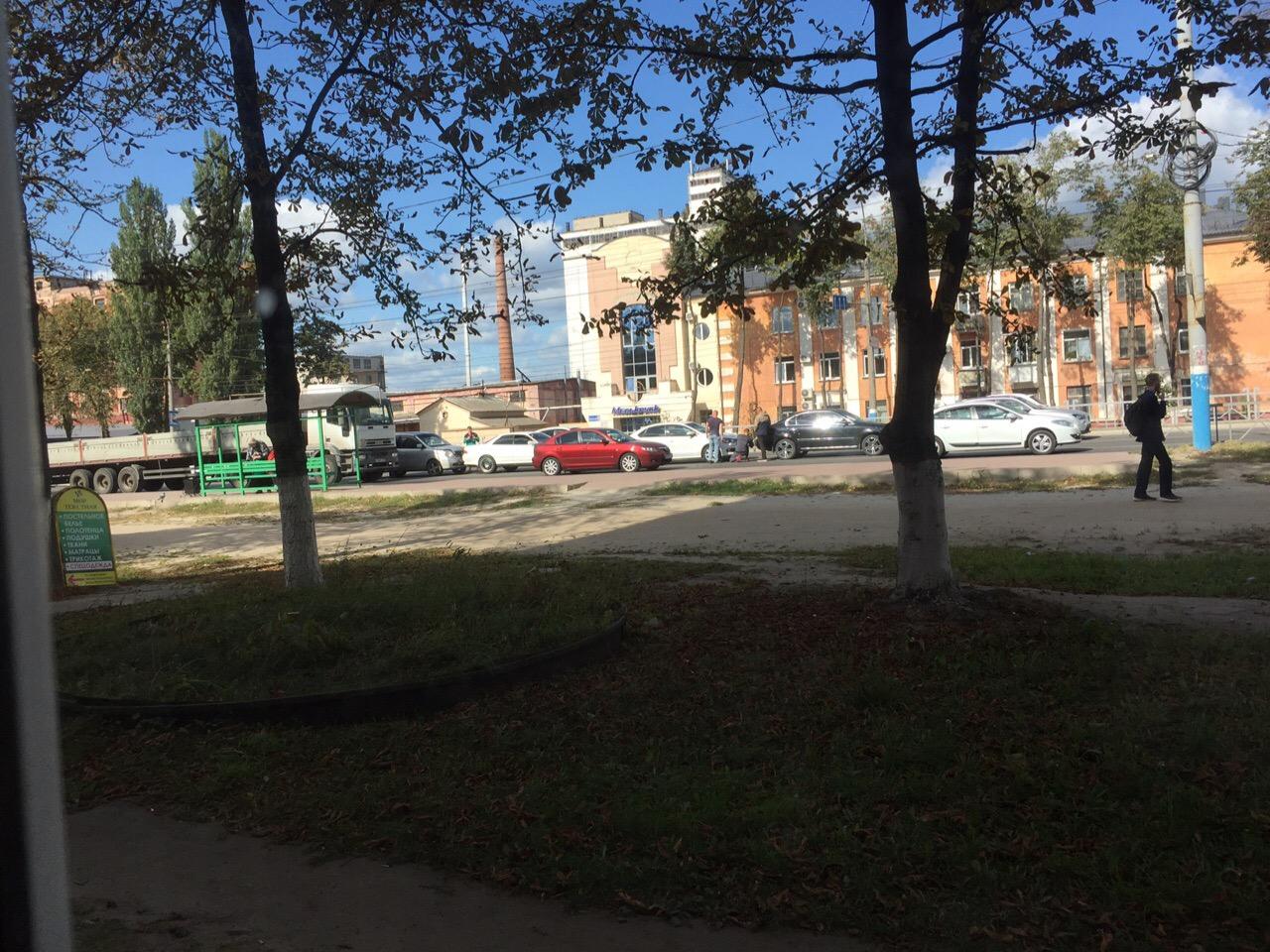 В Фокинском районе Брянска столкнулись 4 автомобиля