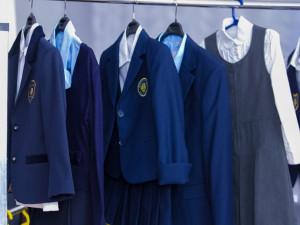 Единая школьная форма появится в России в следующем году