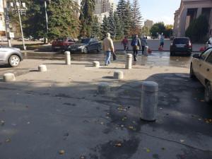 Челябинские общественники вернули пешеходам проход в парк Пушкина