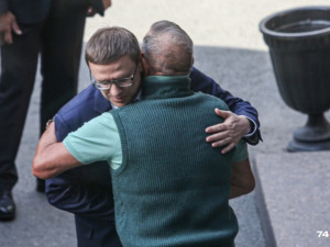 Миллиардер Аристов поздравил Текслера с победой на заднем дворе избиркома