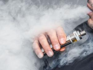 Очередную смерть из-за курения электронных сигарет зафиксировали медики