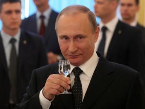 Путин выпил водки за Дагестан и заявил, что слюнтяи не будут управлять Россией