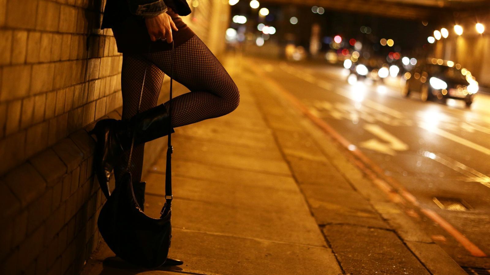 В Брянске проститутки ищут клиентов с балконов многоэтажки
