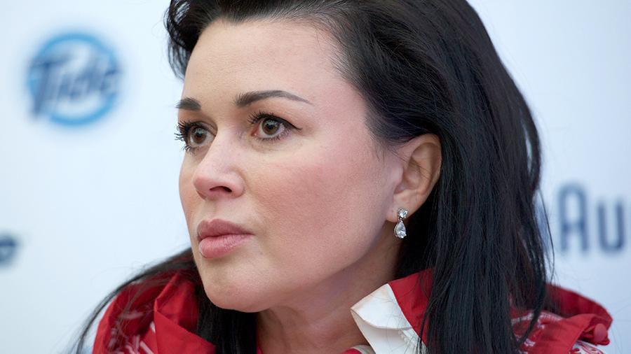 Брянская певица рассказала о причинах болезни Анастасии Заворотнюк