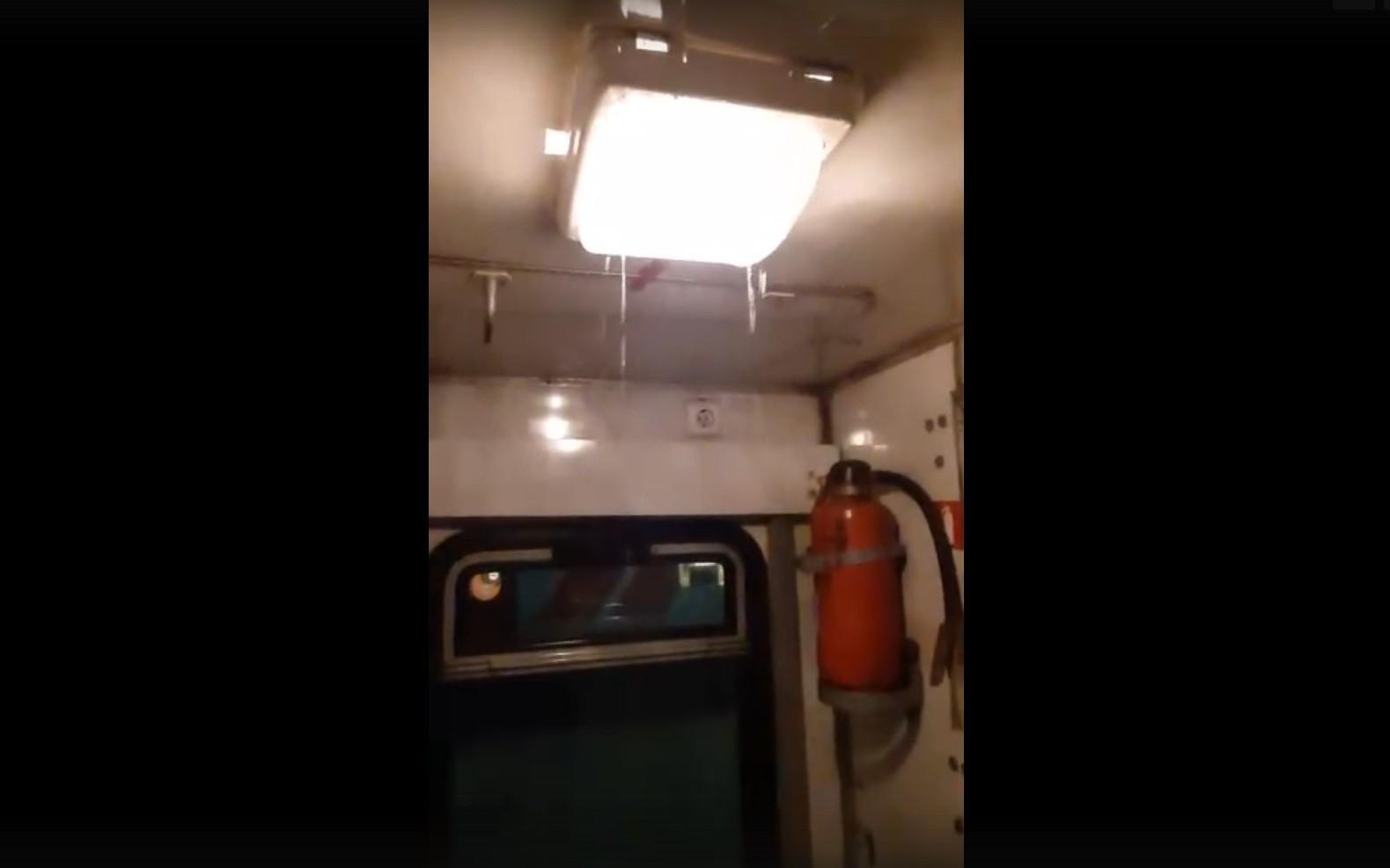 В поезде Климов-Москва случился потоп