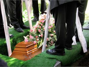 На собственных похоронах покойный разыграл всех голосом из гроба (видео)