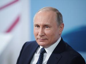 Путин такой хороший. А иначе не стал бы президентом