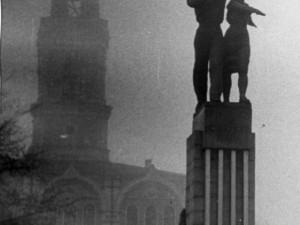 Две веры: история о том, как символы-соседи уцелели при разных режимах