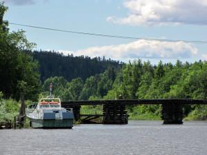 Жители карельского поселка построили мост на свои деньги