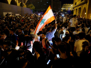 171 километр. Такова длина живой цепи протестующих в Бейруте