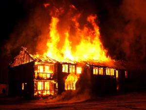 Взрыва газовой плиты не было. Просто загорелось масло