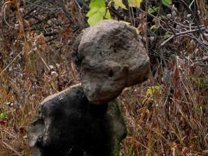 В челябинском бору нашли статую, напоминающую инопланетянку