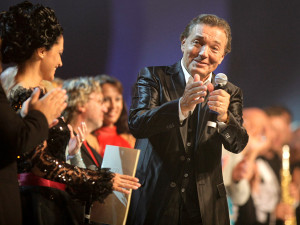 Умер чешский певец Карел Готт, любимый в СССР