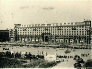 «Что за мужик стоит на площади Революции в Челябинске?»: из разговора подростков в «маршрутке»