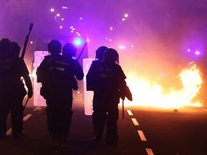 Каталония в огне: Барселону парализовала забастовка, ночь на субботу обещает быть жаркой
