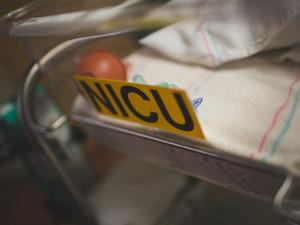Из-за убивающей младенцев бактерии пациентов переводят в другие больницы