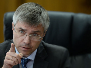 Он голосовал за повышение пенсионного возраста. Депутат Евгений Ревенко когда-то был хорошим журналистом