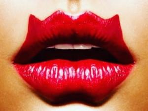 Ужасающие своим видом губы «дьявола» - тренд, не стоящий здоровья