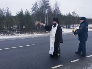 Для предупреждения ДТП, в Карелии самые опасные участки федеральной автотрассы окропили святой водой