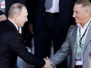 Путин наградил миллиардеров орденами