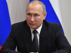 Владимир Путин заявил о важности воспитания детей в духе ценностей многодетной семьи