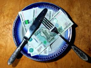 Московский полицейский пытался съесть взятку в 10 000 рублей
