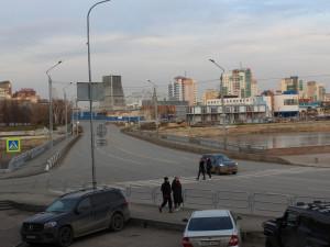 «Нерегулируемый переход в самом широком месте дороги»: в чем проблема участка дороги на улице Красной в районе «Мегаполиса»?