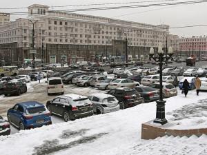 Парковку на площади Революции признали незаконной. Парковаться здесь больше не будут?