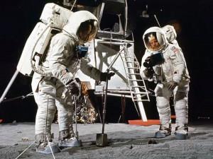 NASA впервые вскрыло образец лунной почвы, нетронутый с 70-х годов