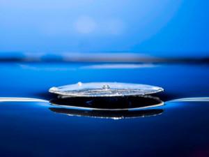 Металл, который не тонет, может привести к непотопляемым кораблям (видео)