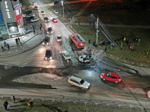 Водитель снес 20 машин на парковке и устроил пожар