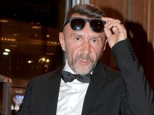 Новогодние телешоу высмеял в стихах Сергей Шнуров