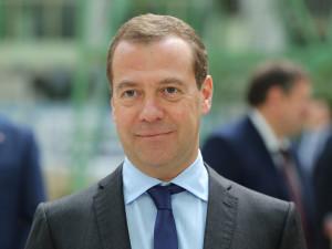Медведев помогает или топит россиян в кредитном болоте?