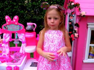 Пятилетняя Настя Радзинская стала третьей в рейтинге Forbes