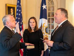 Новый посол США в России дал присягу в Госдепартаменте