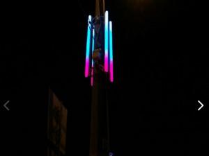 «Украсить город к новому году?»: что думают челябинцы о новогодних световых консолях