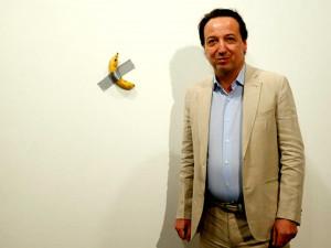 Новая концепция. Банан, приклеенный скотчем к стене, был продан за 120 тысяч долларов