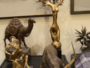 Почему чиновникам нельзя дарить «бронзовых коней» и бесплатно стричься. Напоминание перед Новым годом