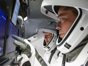 Успешный полет SpaceX Dragon с экипажем сняли на видео. Пока только вымышленный (видео)