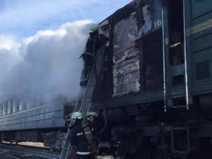 Тепловоз пассажирского поезда загорелся на ходу