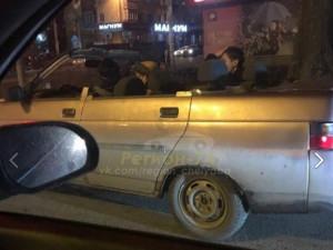 Суровые челябинцы ездят зимой в машине с открытым верхом